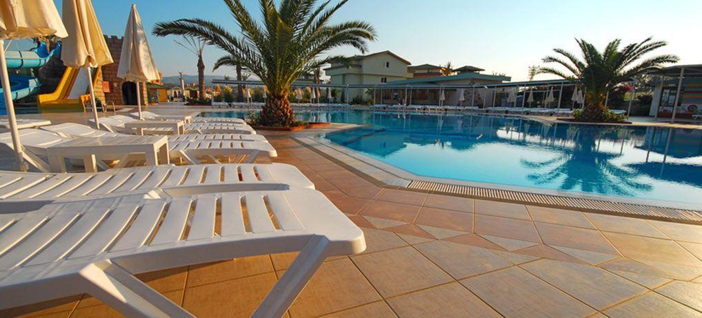 Foto suelo piscina slipfree tratamiento antideslizante for Tratamiento piscinas